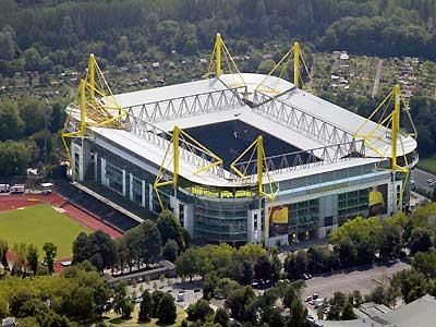 Candidature Dortmund 37369_ori_westfalenstadion_signal_iduna_park_